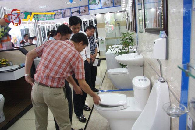 Mua thiết bị vệ sinh Toto chính hãng giá rẻ tại HCM ở đâu?